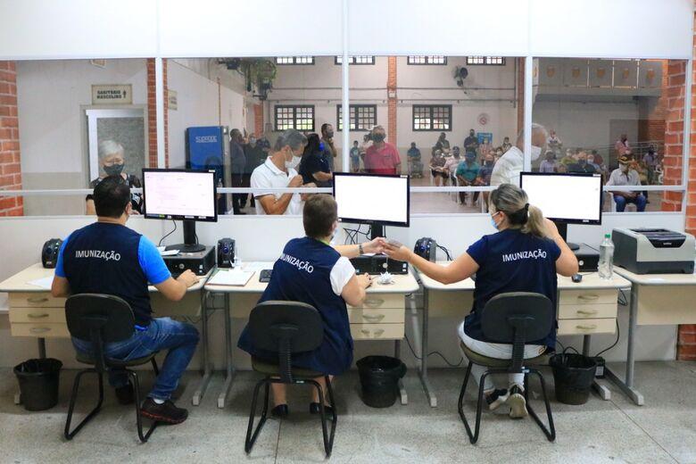 Linha de frente contra covid: a rotina na Central de Vacinas em Jaraguá - Crédito: Arquivo / Divulgação