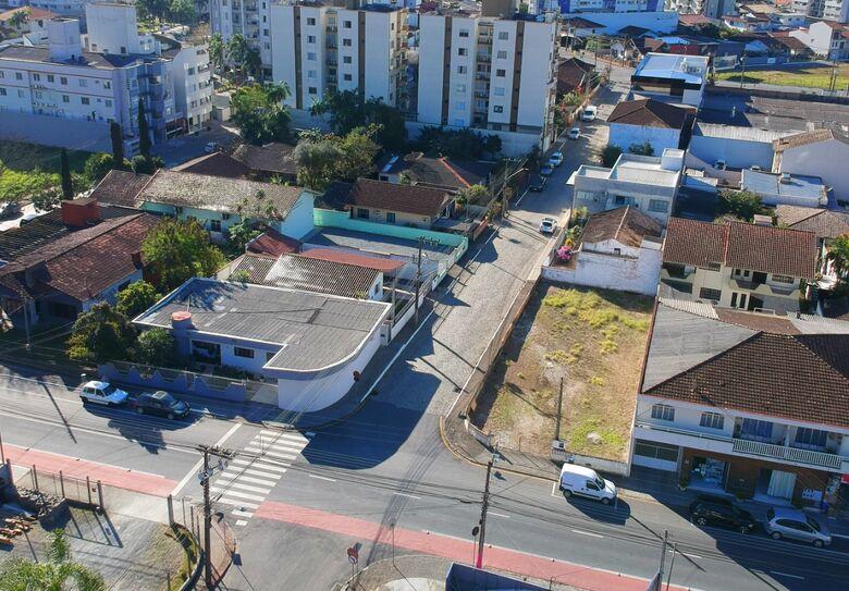 Rua Vera Fischer, no Centro de Jaraguá, terá sentido alterado - Crédito: Divulgação