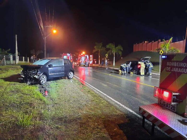 Colisão entre carros é registrada em Jaraguá do Sul  -
