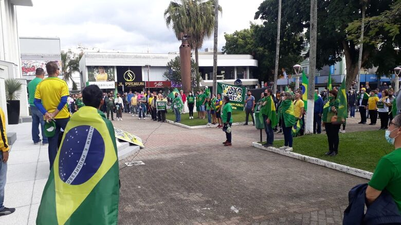 Manifestação pelo voto auditável reúne cerca de 300 pessoas em Jaraguá -