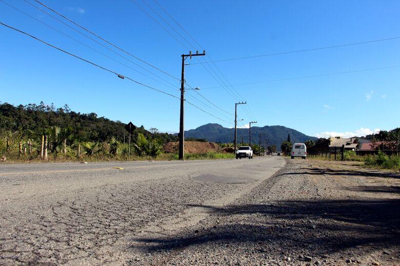 Governo do Estado vai destinar recursos para recuperação da rua Carlos Oechsler - Crédito: Emerson Gonçalves