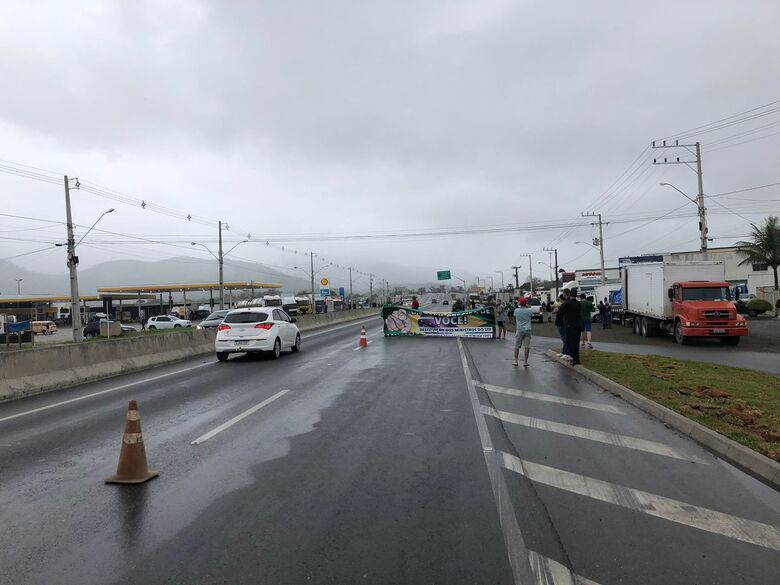 [VÍDEO] Manifestantes bloqueiam BR 280 em Guaramirim - Crédito: Ricardo Rabuske