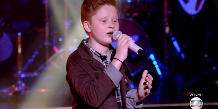 Após avançar no The Voice Kids, Gustavo Bardim vai precisar de ajuda da região nas semifinais - Crédito: Divulgação