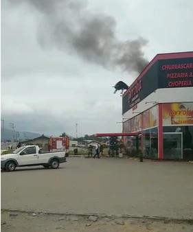 Bombeiros combatem princípio de incêndio em churrascaria em Guaramirim - Crédito: Divulgação