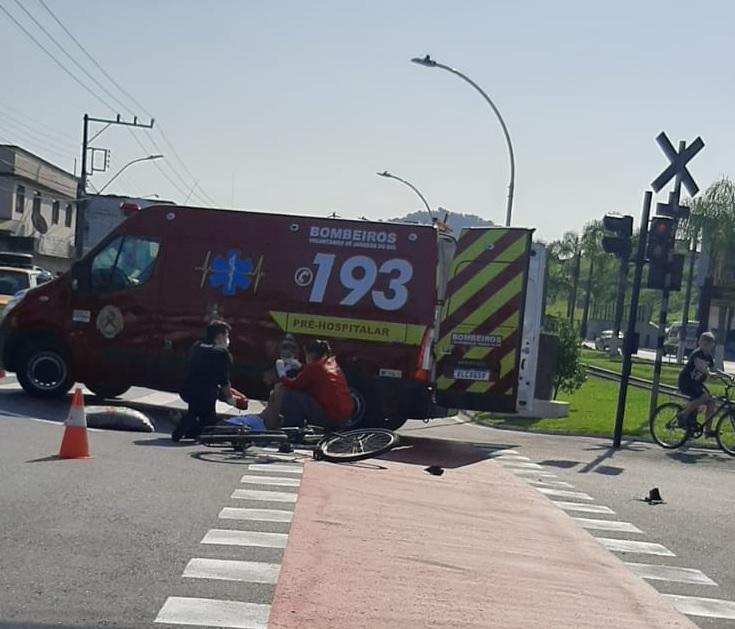 Ciclista fica ferido após acidente em Jaraguá do Sul - Crédito: Rádio Jaraguá