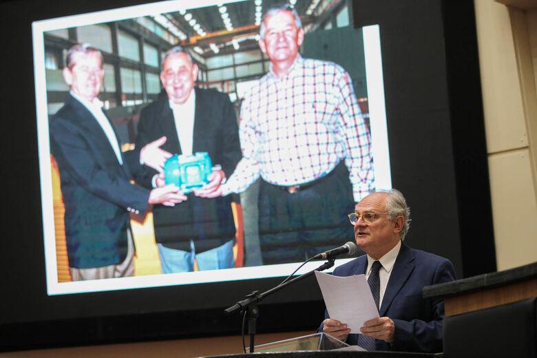 Deputado Vicente Caropresodestaca 60 anos da WEG no plenário da Alesc - Crédito: Divulgação