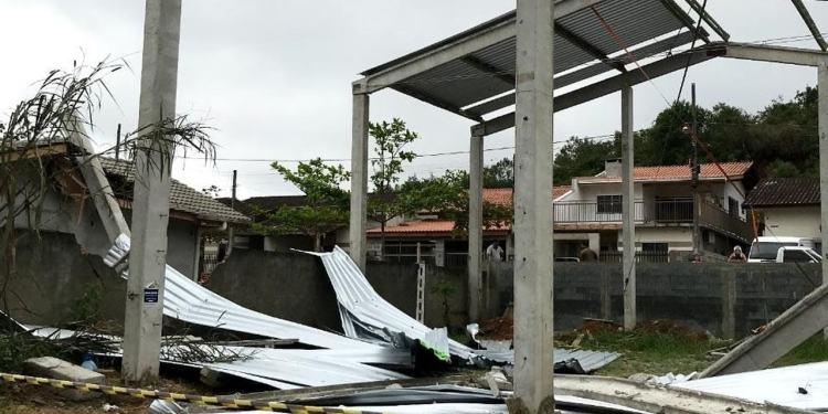 Construção desaba e trabalhadores ficam gravemente feridos em Guaramirim - Crédito: Divulgação