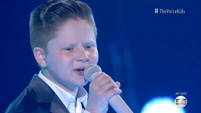 Gustavo Bardim está na final do The Voice Kids - Crédito: Divulgação Globo