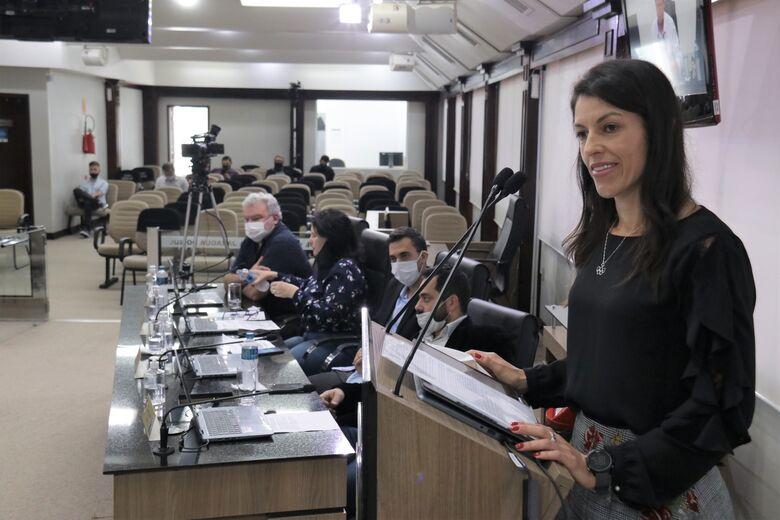 Atleta olímpica Simone Ponte Ferraz recebe moção de aplauso na Câmara de Jaraguá  - Crédito: Divulgação