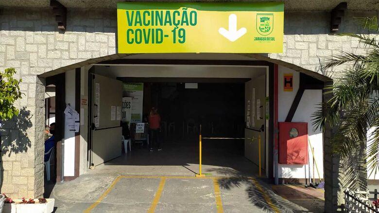 Central de Vacinas Covid de Jaraguá atenderá até às 14h na quarta-feira - Crédito: Divulgação