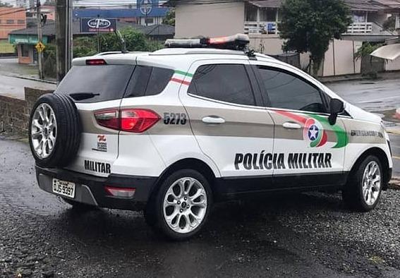 Embriagado, idoso bate em carro estacionado em Jaraguá - Crédito: Ilustração