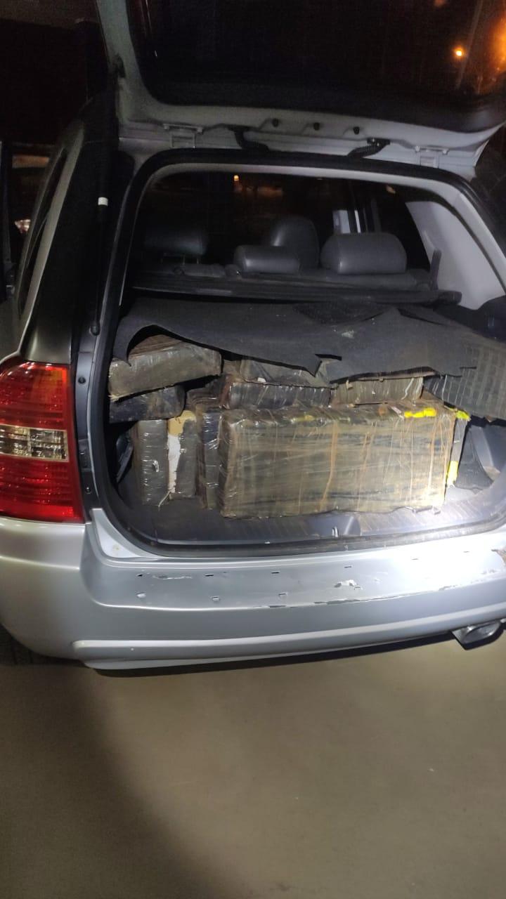 PRF apreende mais de meio milhão de reais em maconha em veículo roubado na BR 282 em SC - Crédito: Divulgação PRF