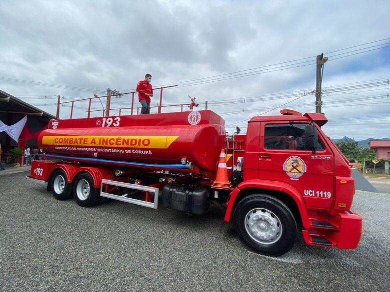 Lunelli faz importante doação aos bombeiros de Corupá - Crédito: Divulgação