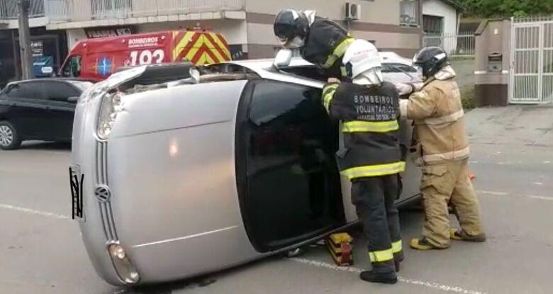 (Vídeo) Mulher que causou acidente em Jaraguá não era habilitada, confirma PM - Crédito: Gustavo Luzzani
