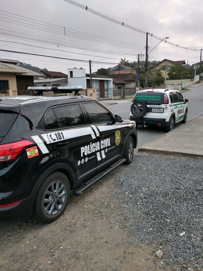 Polícia de Joinville apreende material durante operação contra pornografia infantil - Crédito: Polícia Civil/Divulgação