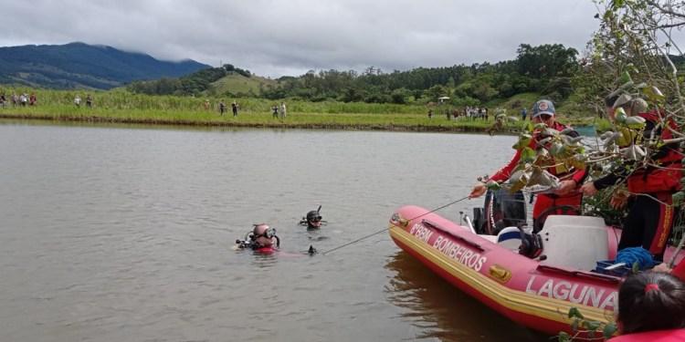 Canoa vira, 3 caem na água e criança de 9 anos é única sobrevivente em SC - Crédito: Divulgação Bombeiros