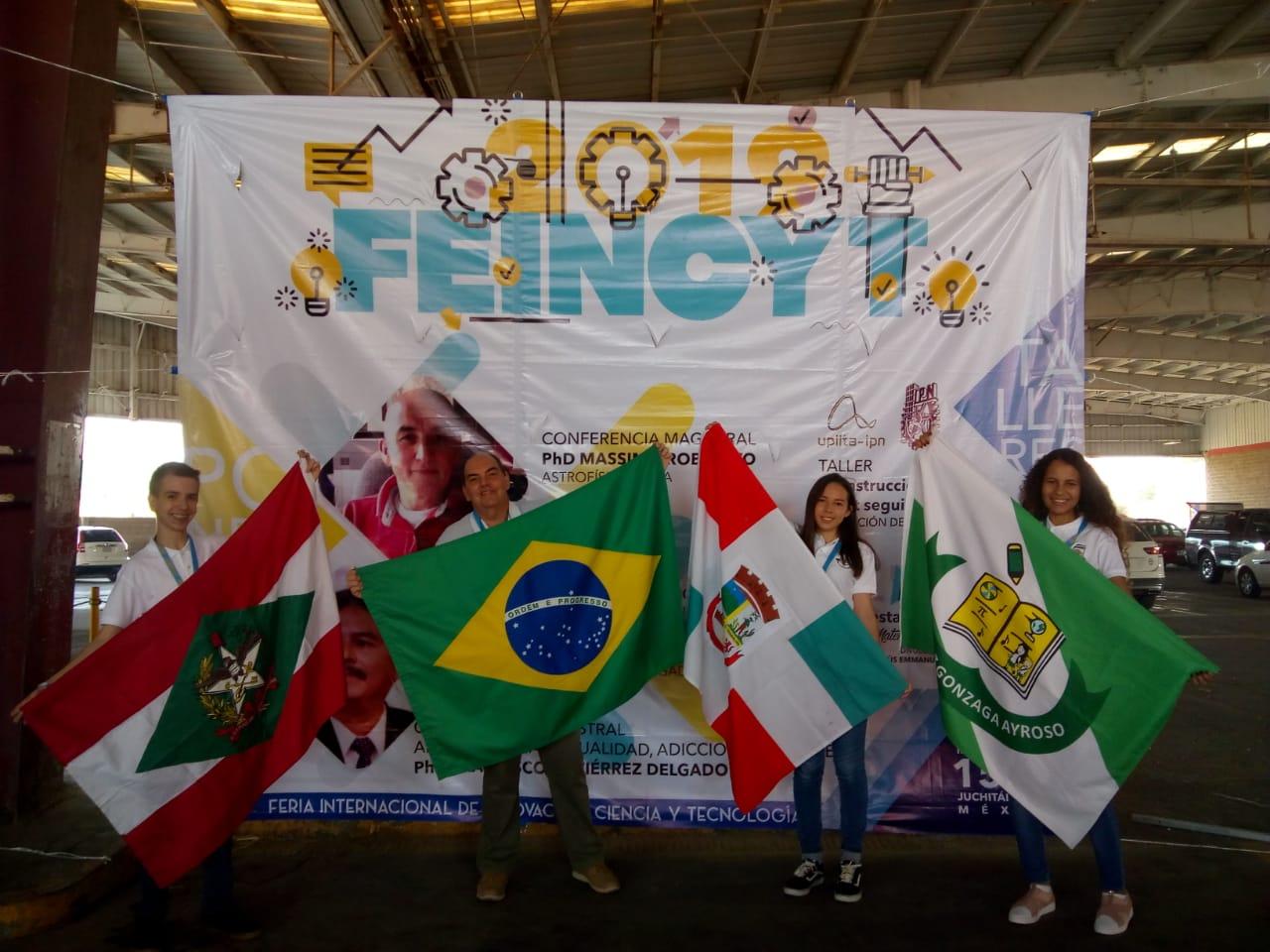 Grupo de estudantes jaraguaenses retorna do México após feira internacional