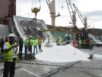 Dois morrem em acidente no Porto de São Francisco