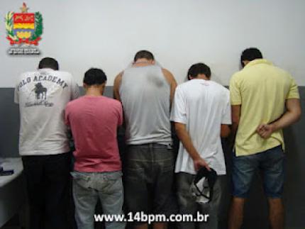Dois traficantes são presos na Tifa Martins
