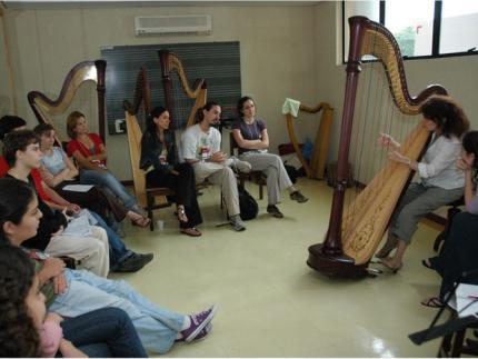 Maestro e professora transformam Jaraguá do Sul em 'capital da harpa'