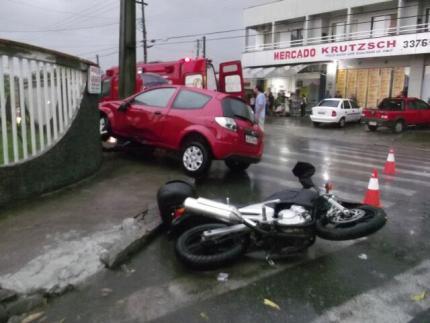 Motociclista fica ferido em acidente no São Luis