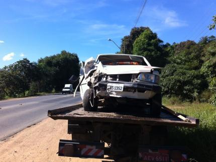 Acidente na BR-280 envolvendo carro e caminhão apenas danos materiais