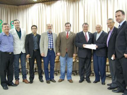Governador assina repasse de R$ 3 milhões para o Hospital Jaraguá