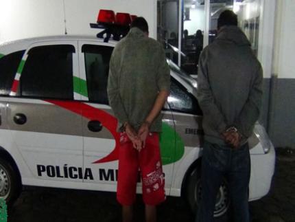 Irmãos são presos por assaltos na região