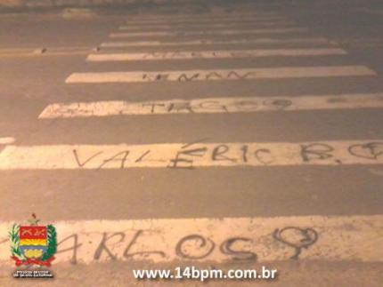 Menores são apreendidos acusados de pichação no bairro Ilha da Figueira