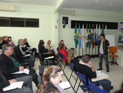 Professor palestra sobre patrimônio histórico
