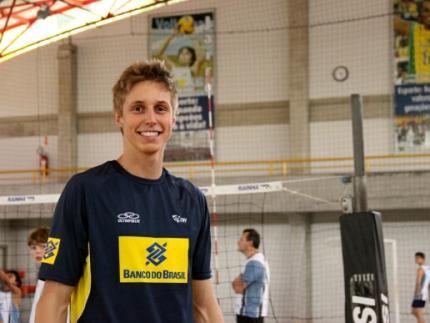 Atleta de voleibol retorna aos treinos na Seleção Brasileira