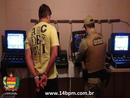 PM apreende máquinas de jogos na Ilha da Figueira