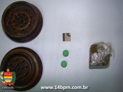 Polícia apreende drogas sintéticas no centro de Jaraguá
