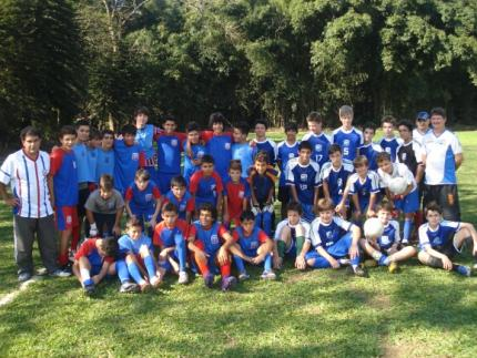Alunos do futebol em Corupá fazem amistoso