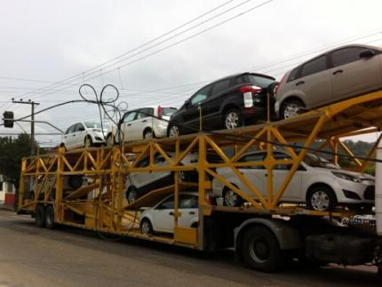 Caminhão enrosca em fiação na Bernardo Dornbusch