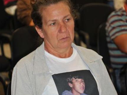 Famílias de morto e acusados se encontram em júri popular