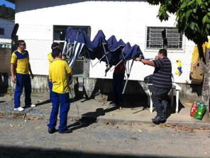 Grevistas desmontam 'acampamento' em frente à agência