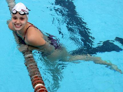 Jaraguá do Sul é bicampeã feminina na natação da Olesc