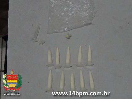 PM prende traficante com cocaína e crack