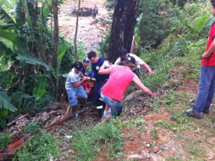 Motoqueiro se fere ao cair e sair da pista em Guaramirim