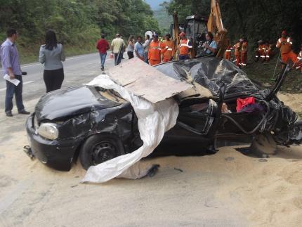 Acidente na BR 376 deixa três mortos