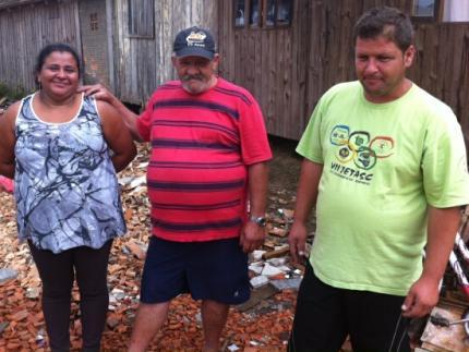 Família que perdeu casa em incêndio recebe donativos