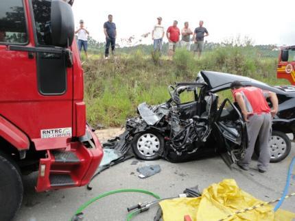 Professora morre em acidente em São João do Itaperiú