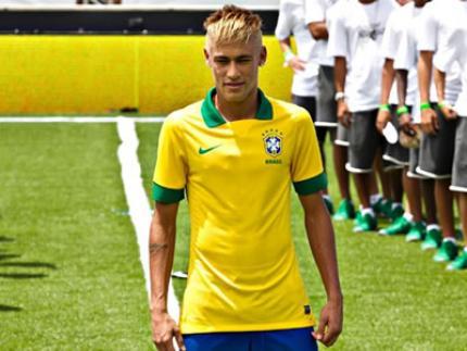 Com Neymar de modelo, seleção apresenta nova camisa para Copa das Confederações