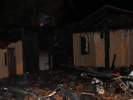 Incêndio destrói imóvel de madeira em Três Rios do Norte