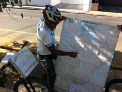 Ciclista corta o Brasil sobre duas rodas