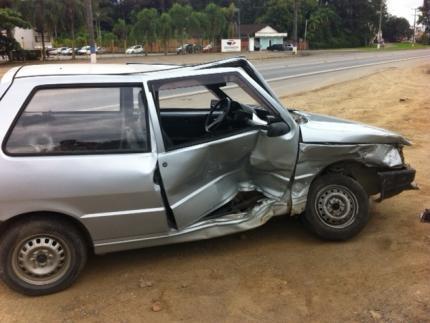 Colisão entre dois automóveis deixa um ferido leve na 280