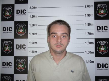 Polícia Civil cumpre mandado contra traficante